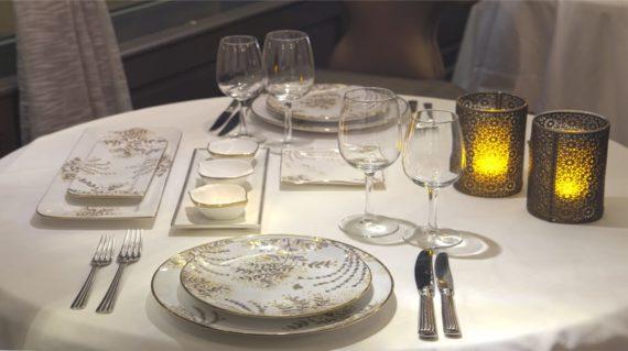 mise en scène dressage de table vaisselle porcelaine gamme forest Minyadina